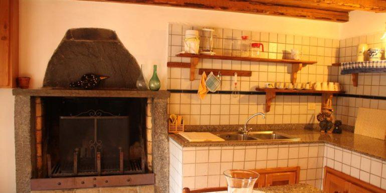 13 cucina antico forno.JPG-gallery-popup
