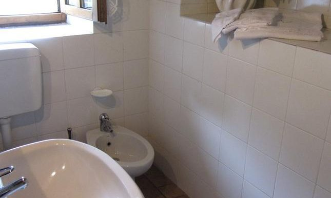 34 bagno scaletta.resized.jpg-gallery-popup