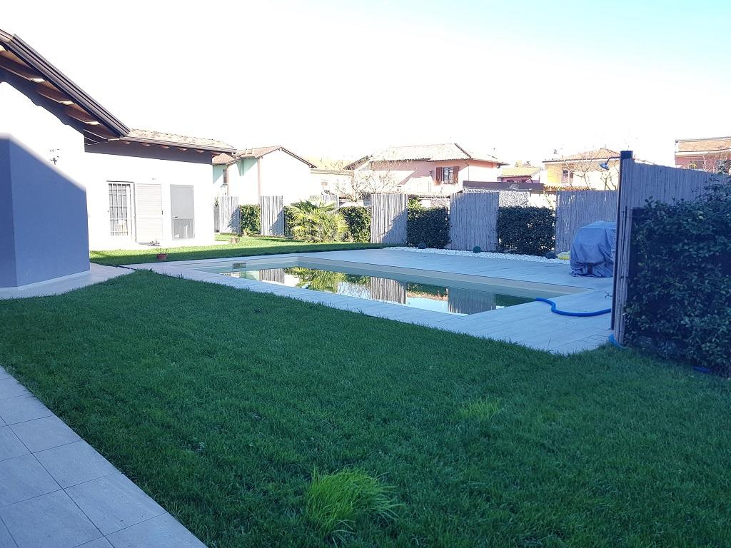 vendesi villa unifamiliare recente costruzione centro Rosate
